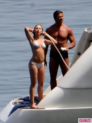 Scarlett Johansson Bikini Images