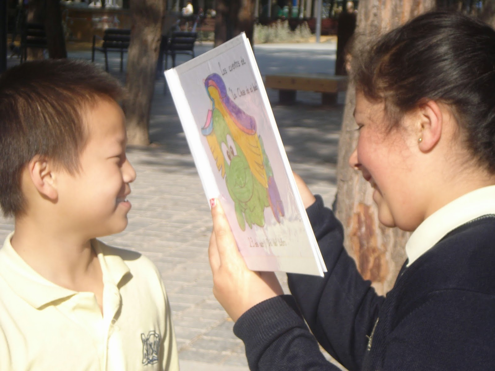 http://lecturaboscos.blogspot.com.es/2015/04/leemos-en-la-calle.html