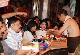 Sunny Leone & Ekta Kapoor visits Siddhivinayak temple