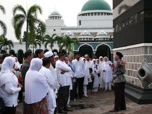 Di samping Ka'bah di Asrama Haji