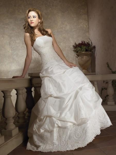 vestidos de novia: Modestos vestidos de boda del diseñador