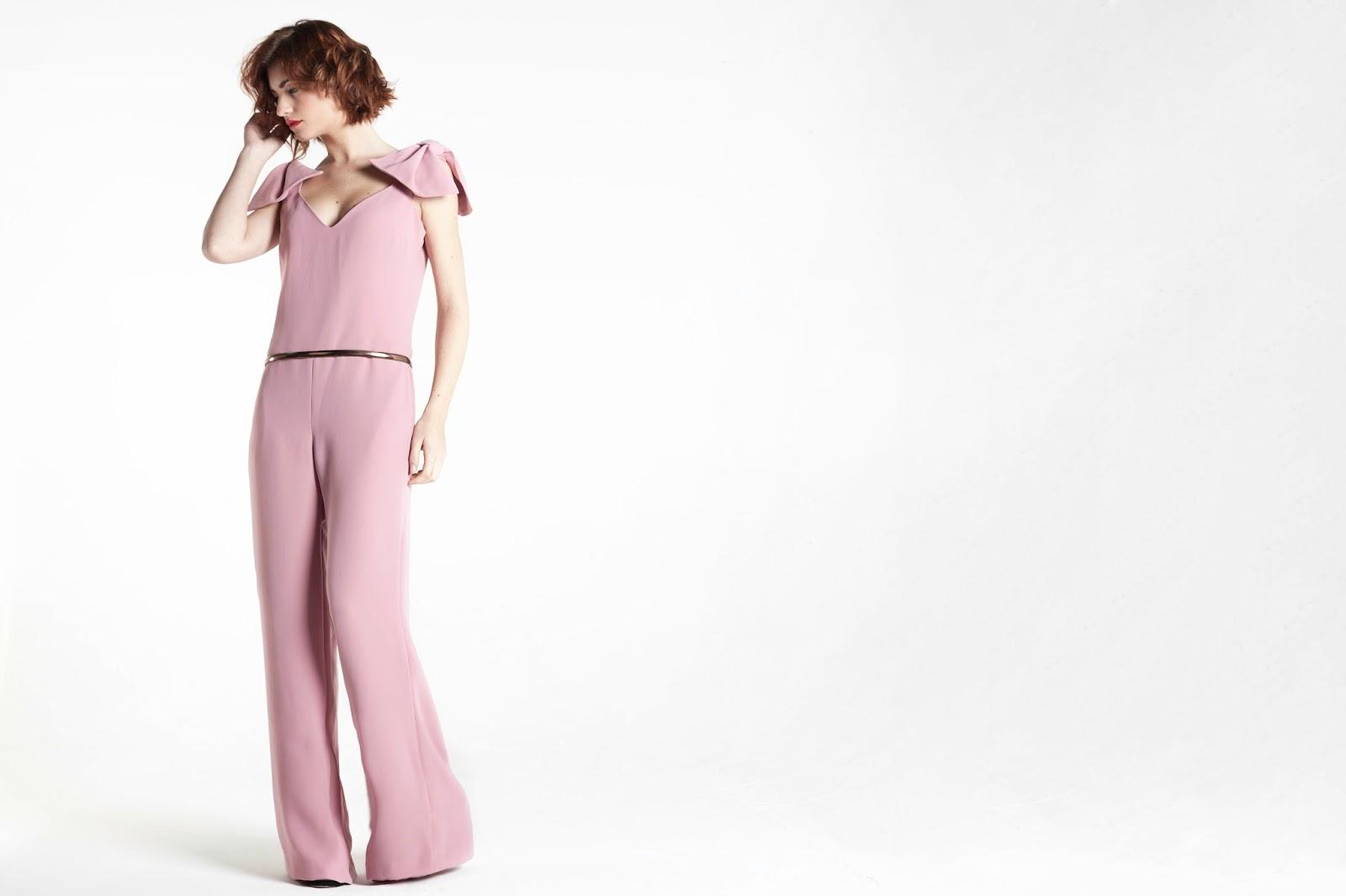 Mono rosa palo con detalle de lazos en hombro y pantalón recto - Blancaspina