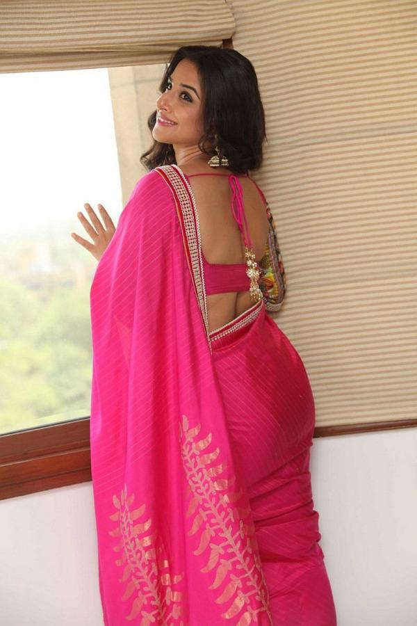 Bollywood Actress Vidya Balan Hot Pink Saree Photos