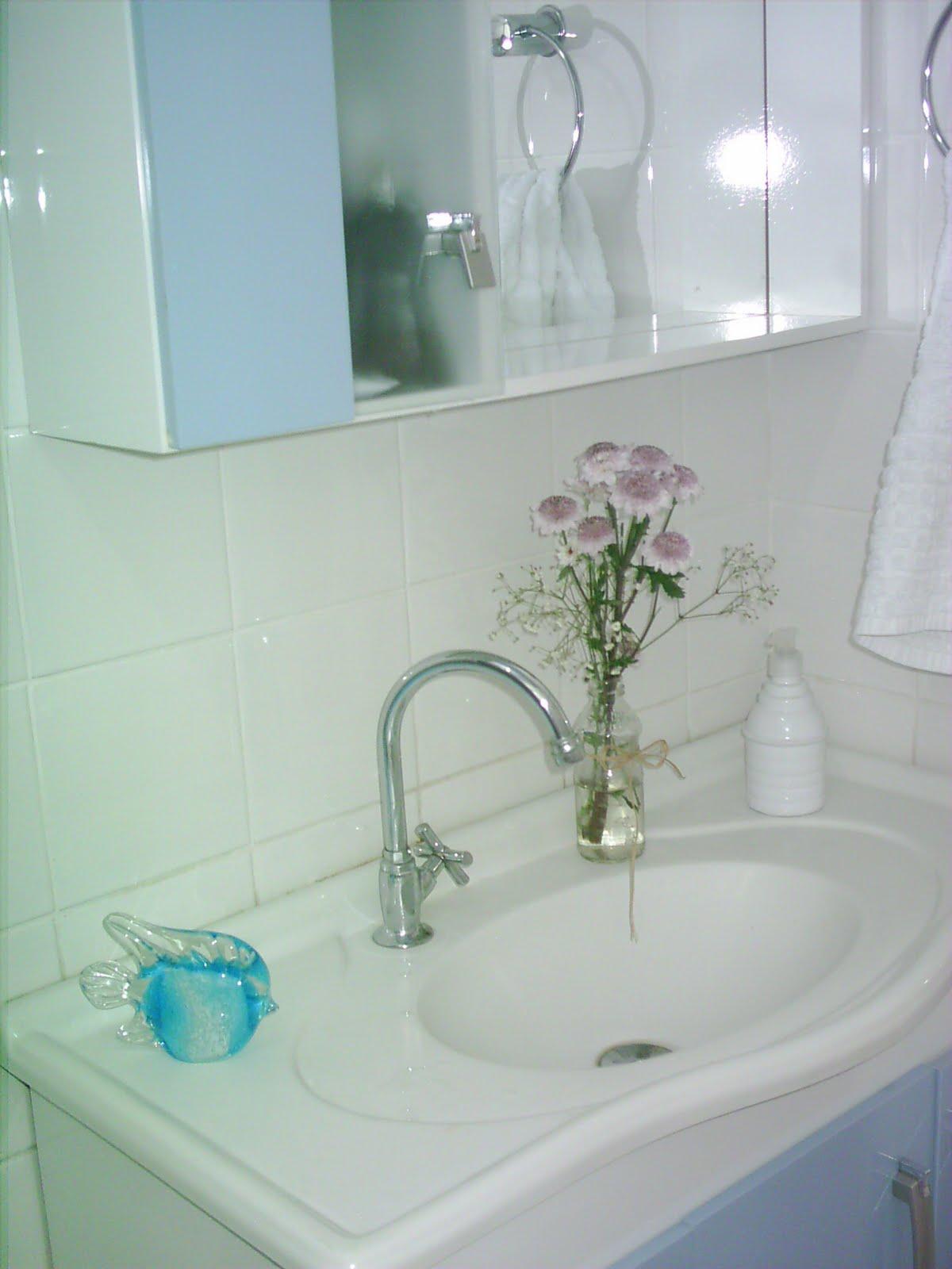 Imagens de #417778 Para que as flores durem mais pode colocar água gelada ou uma  1200x1600 px 3604 Banheiros Super Simples