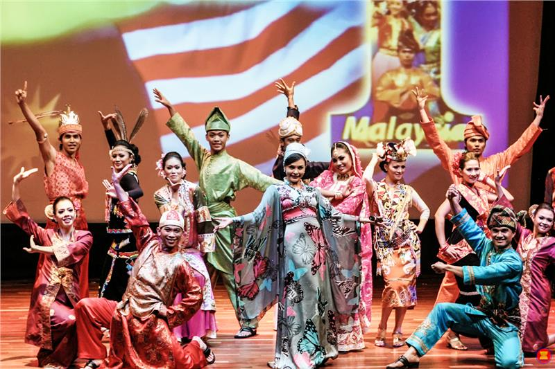 culture of malaysia Malaysia is a polychromic culture the malaysians the malaysians value friendship , personal commitments and the completion of task at hand at the expense of present.