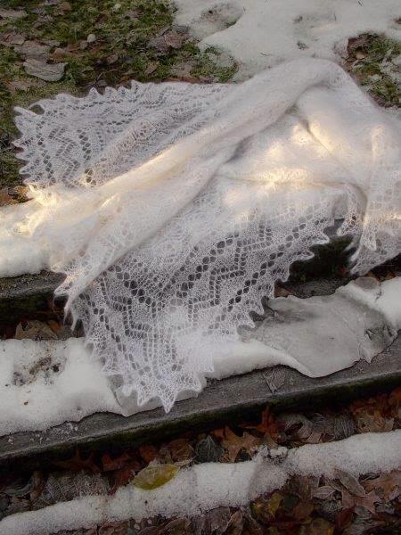 TE KOOP, vierkanten shawl witte Orenburgse shawl.