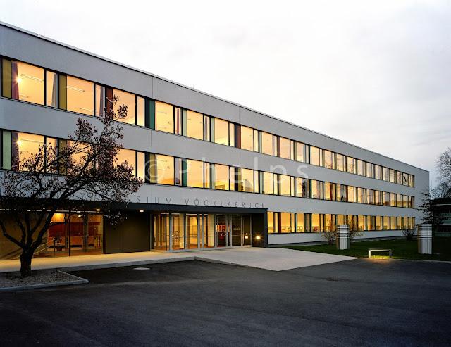 Gymnasium Vöcklabruck - Arch. Gärtner-Neururer - Foto Andrew Phelps