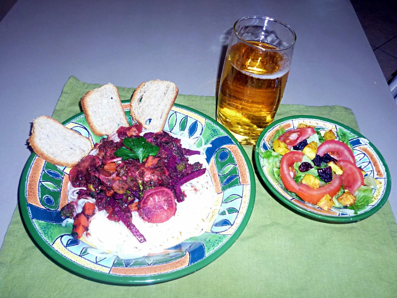 Pasta de verduras en delicada salsa de remolacha y hierbas for Cocinar remolacha