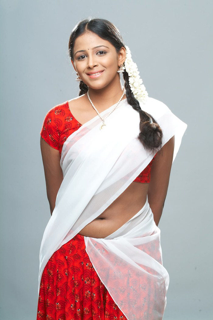New Telugu Mallu Aunty Subhiksha Hot Below Saree Navel Photos | South ...