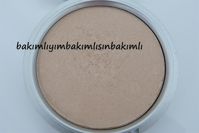 the balm mary lou manizer swatch