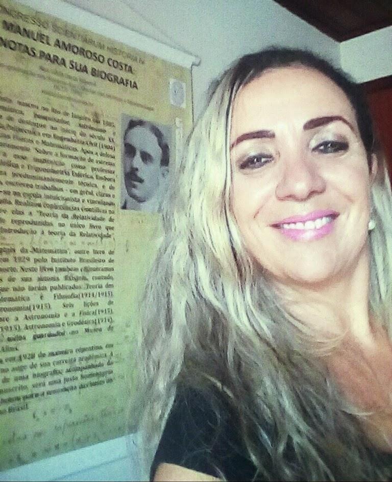 A professora Ana Lucia Costa Ribeiro, dos cursos de Ciências Biológicas e Farmácia do Centro Universitário Serra dos Órgãos (UNIFESO) agora é doutora em História das Ciências das Técnicas e Epistemologia pela Universidade Federal do Rio de Janeiro (UFRJ).