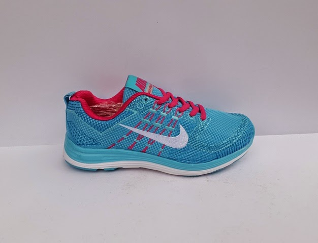 sepatu nike warna biru