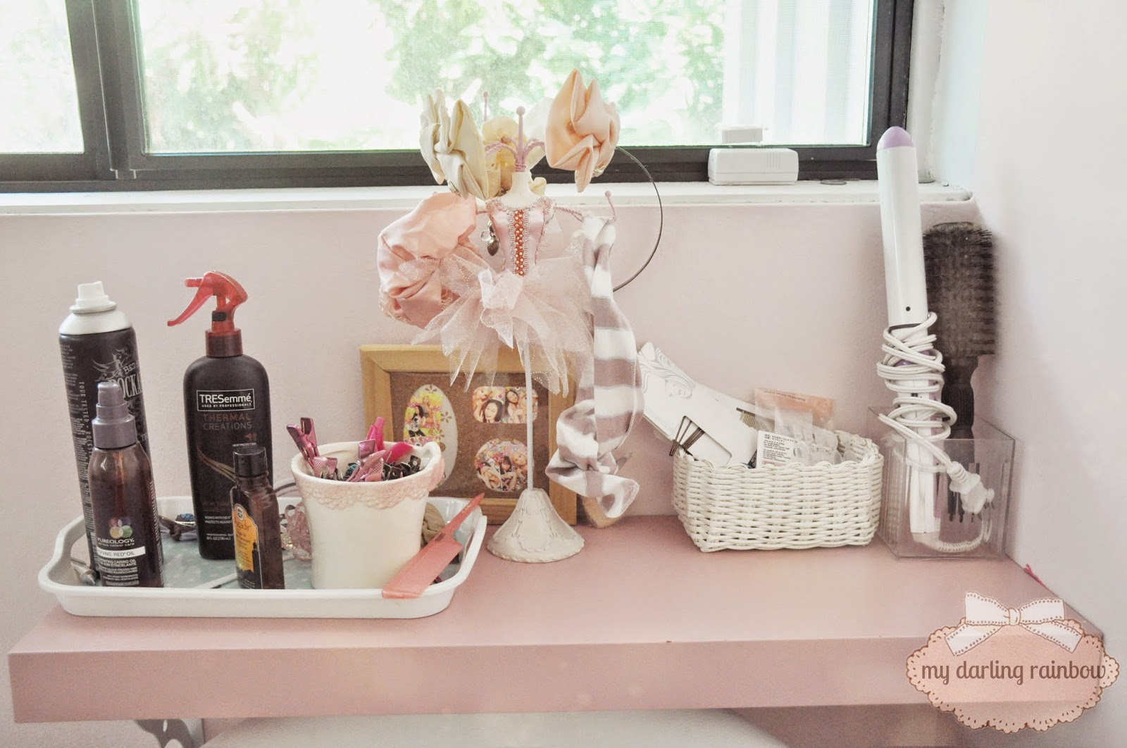 i also turned my little desk into a hair station and put all my little knickknacks onto it for easy access