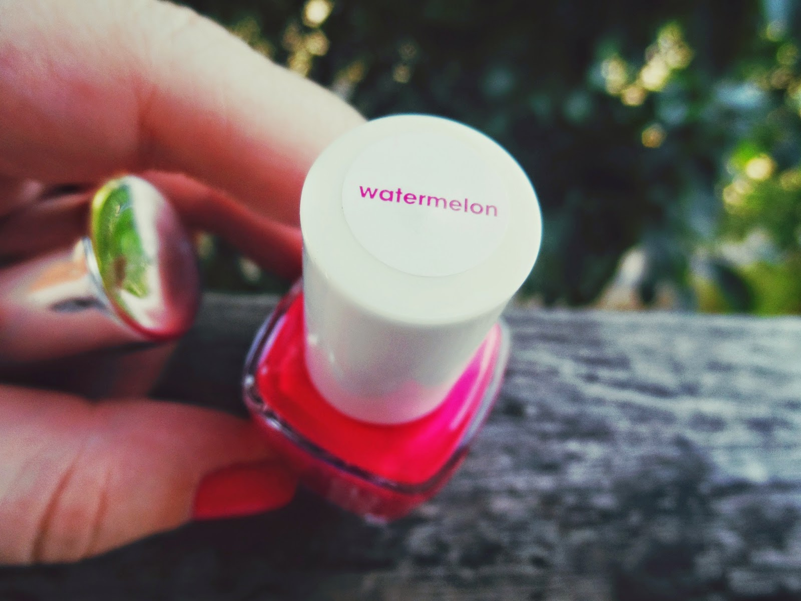 essie, watermelon, swatches, pink nails, red nails, review, summer