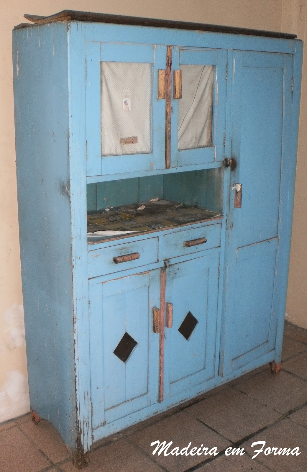 Restauração de Móveis de Época : Guarda comida e descupinização #3A6E91 1041x1600
