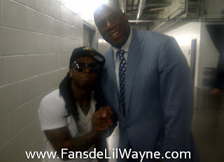 Imagen de Lil Wayne y Magic Johnson en un partido de la NBA