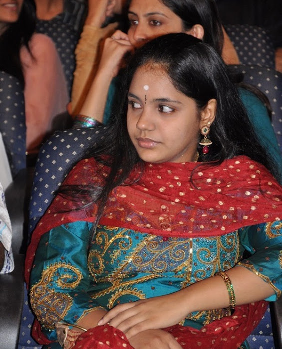 female younger playback singer saindhavi gv prakash hot images