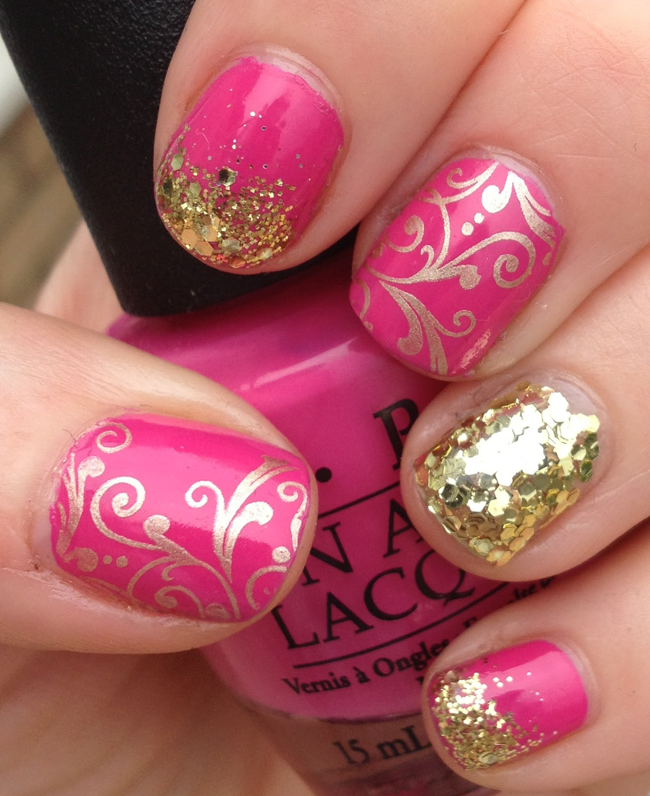 12 Pretty And Shiny Gold Nail Designs