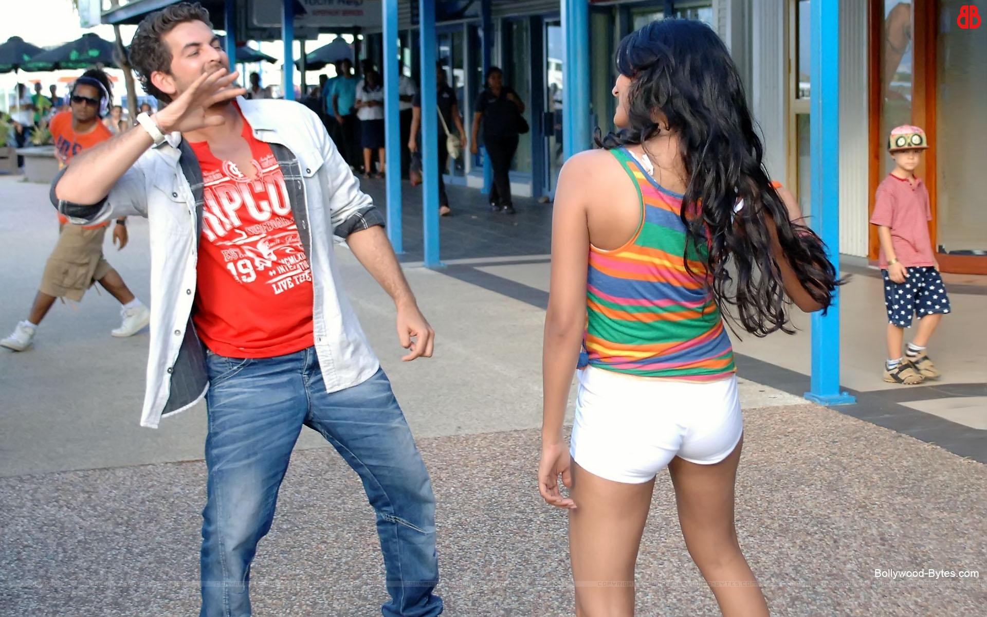 http://1.bp.blogspot.com/-YFsNPsq3uqA/UTrjnK72JFI/AAAAAAAAcZI/pCVUWNvlNuI/s1920/3G-+Hot-Sonal-Chauhan-Neil-Nitin-Mukesh-HD-Wallpaper-17.jpg