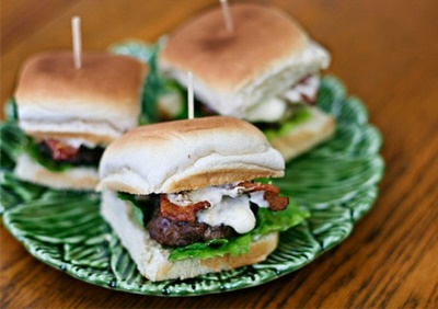Sirloin Sliders With Bacon And Horseradish Mayo
