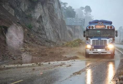 Atención, tránsito con precaución por intensificación de lluvias.