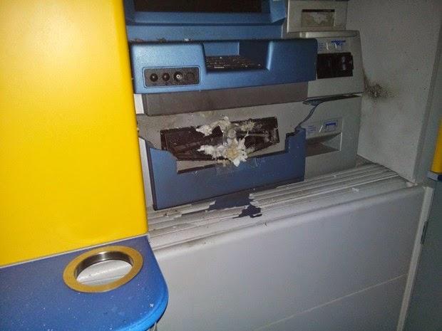 Caixa eletrônico atacado na cidade de Itororó, na Bahia (Foto: Polícia Civil/Divulgação)