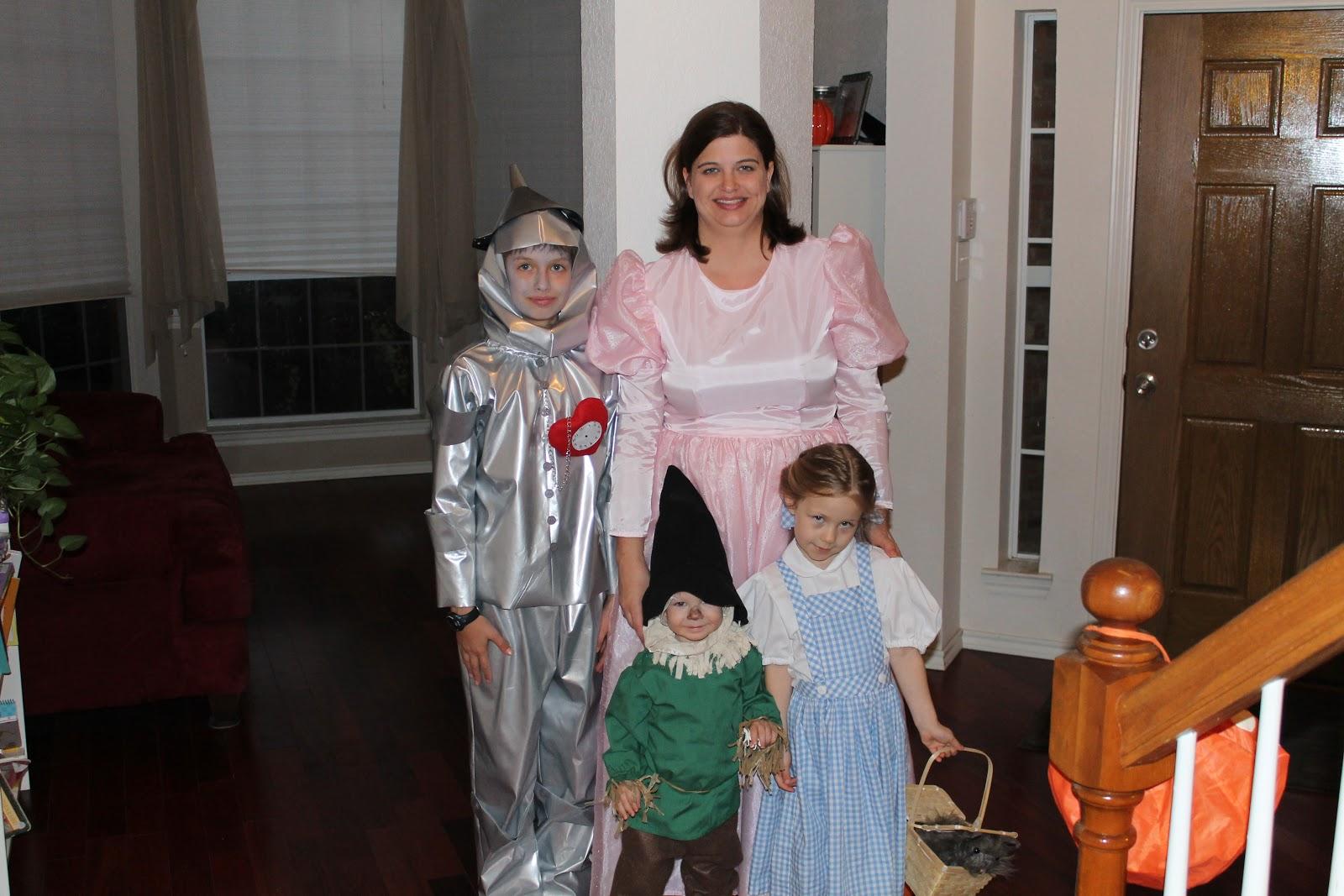 http://1.bp.blogspot.com/-YGjGsvYjXvo/UJHiJClJHwI/AAAAAAAAFJw/tamkA9QW4YA/s1600/Halloween+2012+045.JPG