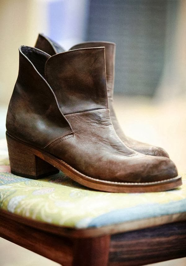 Leather brooks ankle boots trend