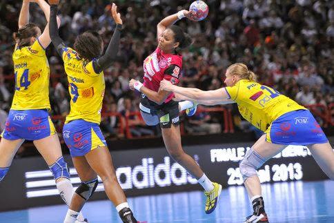 Pollera o pantalón? Otra vez debate en Francia | Mundo Handball, Sección Multimedia