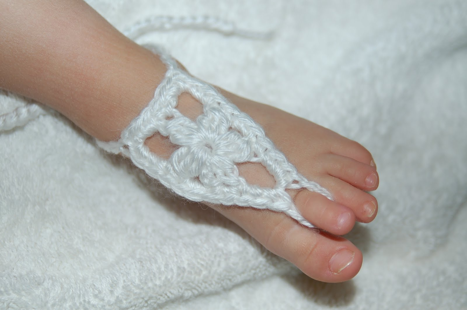 Crochet Pattern For Baby Barefoot Sandals : Living the Craft Life: Baby Barefoot Sandals - Flower