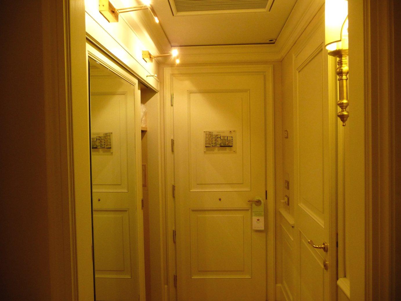 Porte chiuse a volte aperte bologna le porte delle - Porte color avorio ...