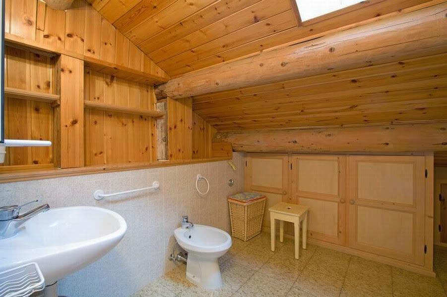 Ba os con paredes de madera colores en casa - Paneles para banos ...