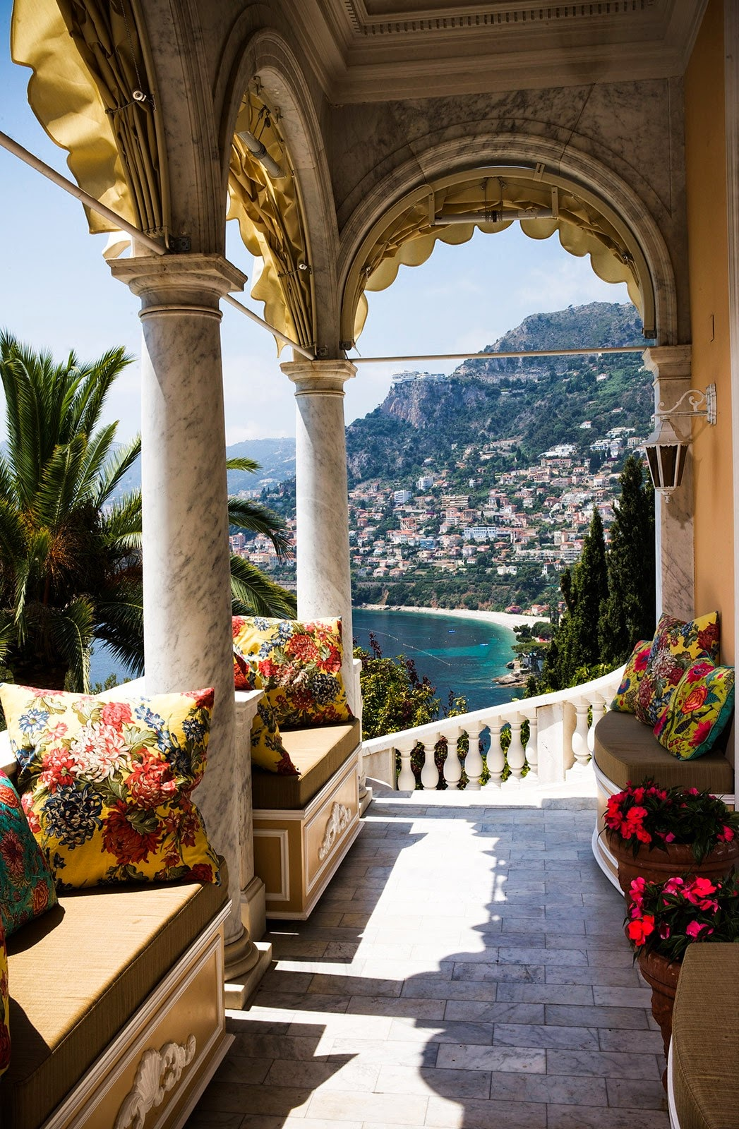 Decor inspiration villa egerton fabulous on the french for Riviera house
