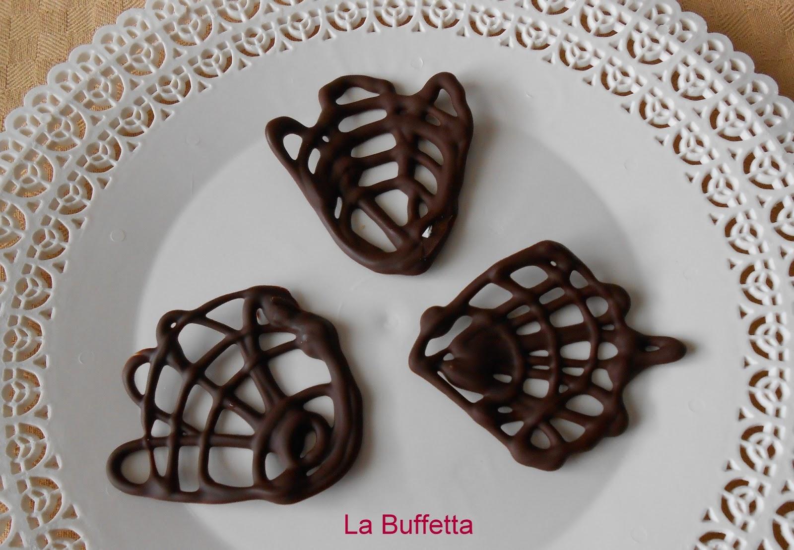 La buffetta il blog di ricette fotografate passo passo for Decorazioni di cioccolato per torte