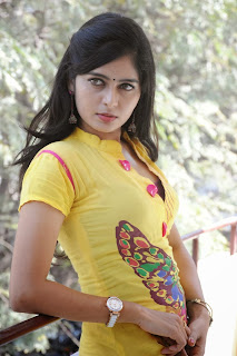 actress madhumitha Pictures at cut chesthe pm 024.jpg