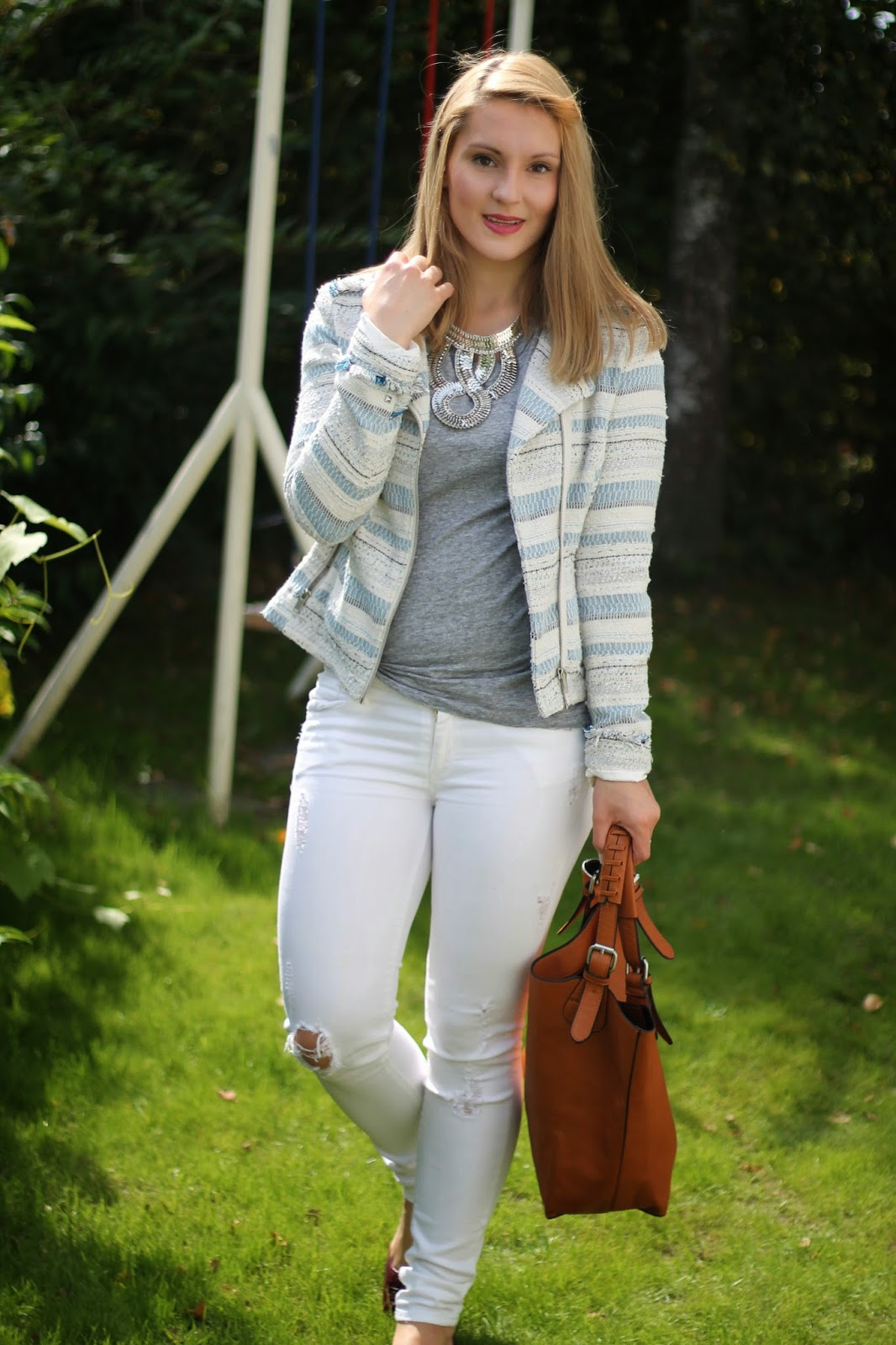Fashionblogger Austria / Österreich / Deutsch / German / Kärnten / Carinthia / Klagenfurt / Köttmannsdorf / Spring Look / Classy / Edgy / Autumn / Autumn Style 2014 / Autumn Look / Fashionista Look / Oasap /Statement Necklace / Zara Look a like Bag / Tory Burch Flats / C&A/ Mango White Jeans /