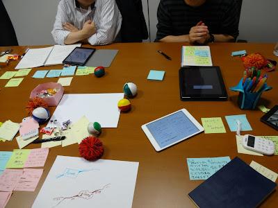 電子書籍リーダーを使っての読書会の様子 (2014年5月撮影)の写真