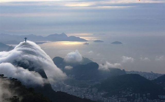 Resultado de imagen para corcovado nuvens