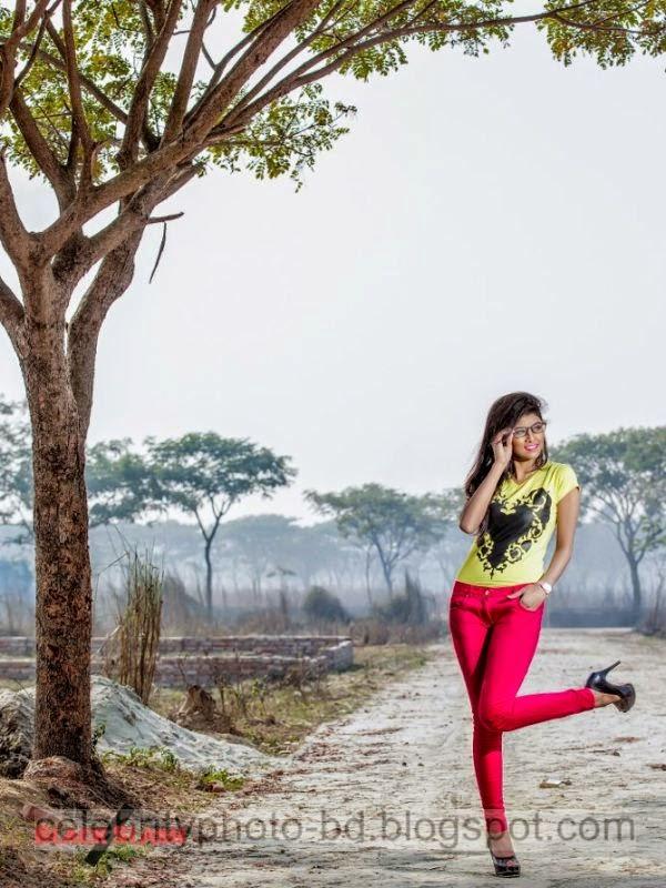 Ramp+Model+Mumtaheena+Toya+Studio+Black+Slash+PhotoShoot+And+Hot+Pose005