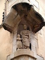 Imatge de Sant Josep dins la fornícula del xamfrà de la capella