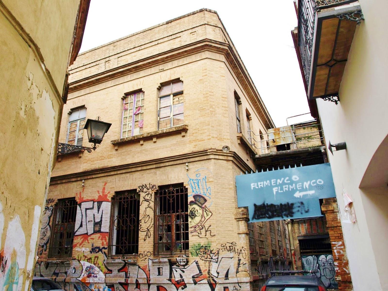 Sevilla daily photo la f brica de sombreros fern ndez roche for La fabrica del mueble sevilla