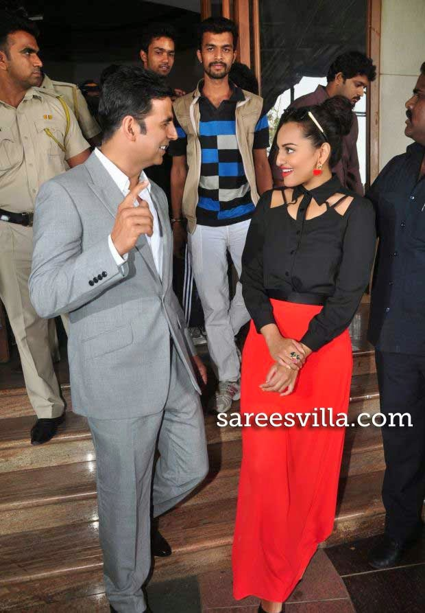 Sonakshi Sinha and Akshay Kumar at 'Holiday' Movie Press Conference