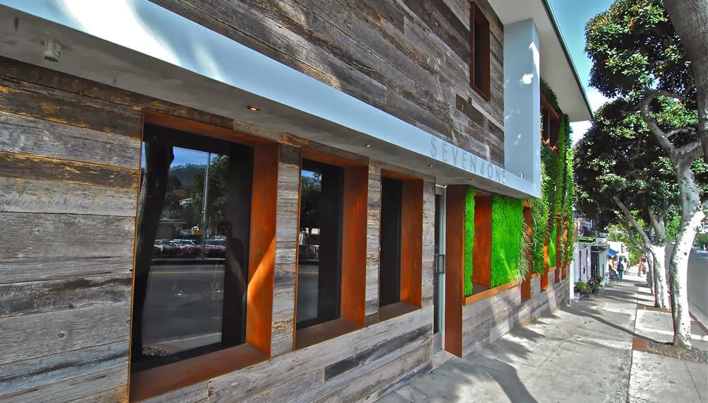 y el acero corten muy resistente a la intemperie intervienen para crear una fachada elegante agradable y en permanente contacto con la naturaleza