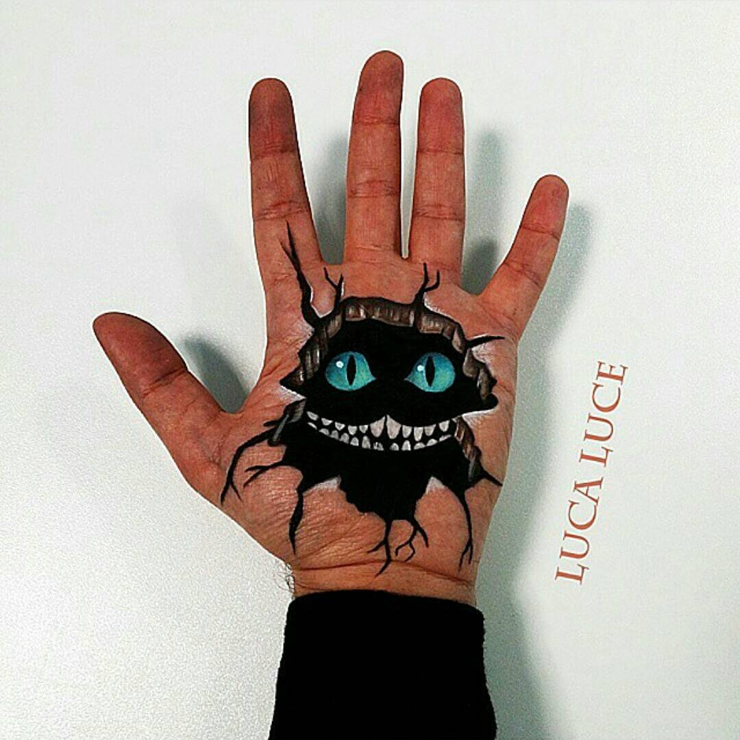 11-Alice-in-Wonderland-Cheshire-Cat-Luca-Luce-Body-Painting-with-3D-Hand-Drawings-www-designstack-co