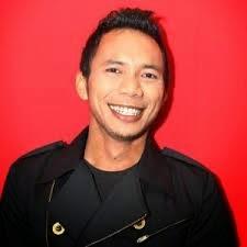 norman kamaru, ashim blog, penyanyi youtube, populer, youtube artist, terkenal karena youtube