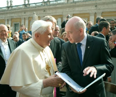 Former President of the Federation, Mr Leo Darroch, meets Pope Benedict XVI