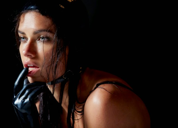 Adriana Lima Pirelli 2015