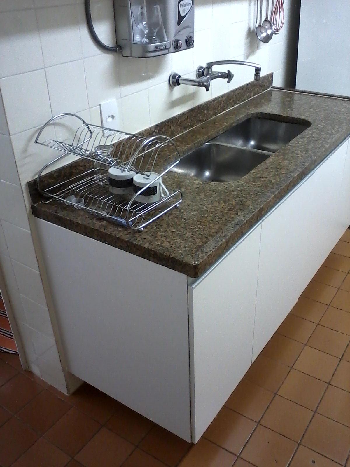cozinha não foi alterada em nada para receber o projeto  #644B37 1200 1600