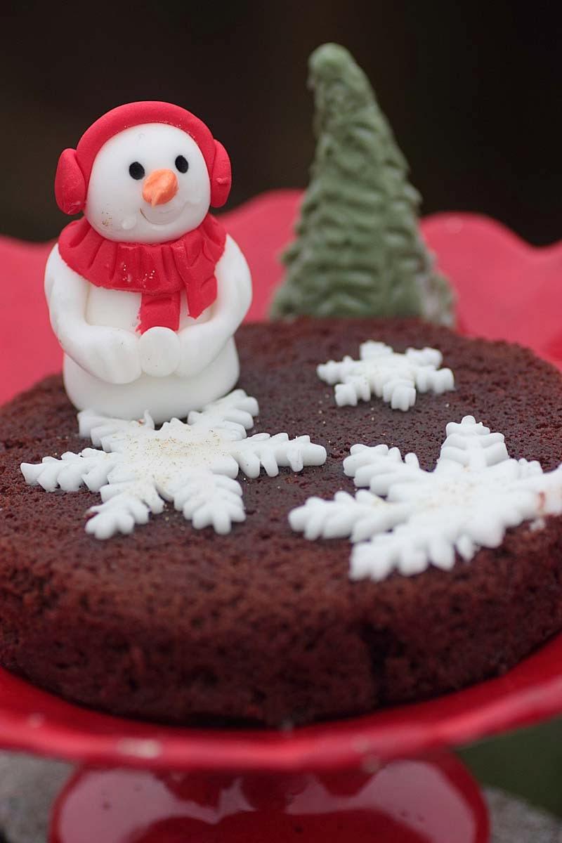 Dramatic Chocolate Christmas Cakes
