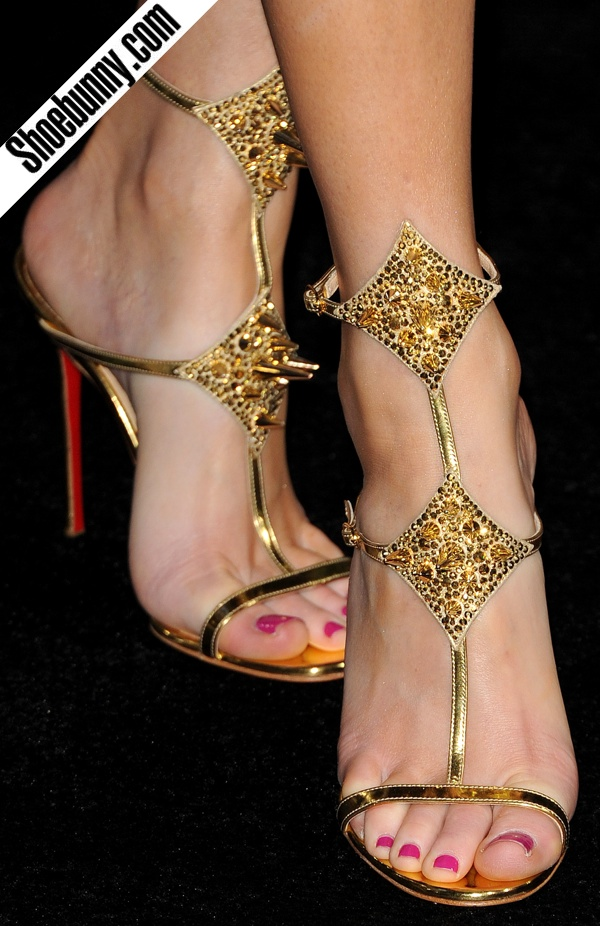 Func-SHOE-nality: Sexy Feet: Elizabeth Banks